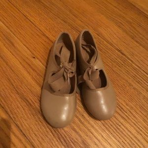 Nude tap shoes